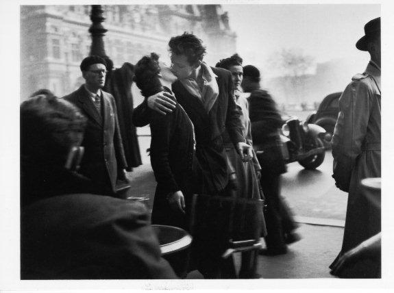 Doisneau-baiser-de-lhotel-de-ville1