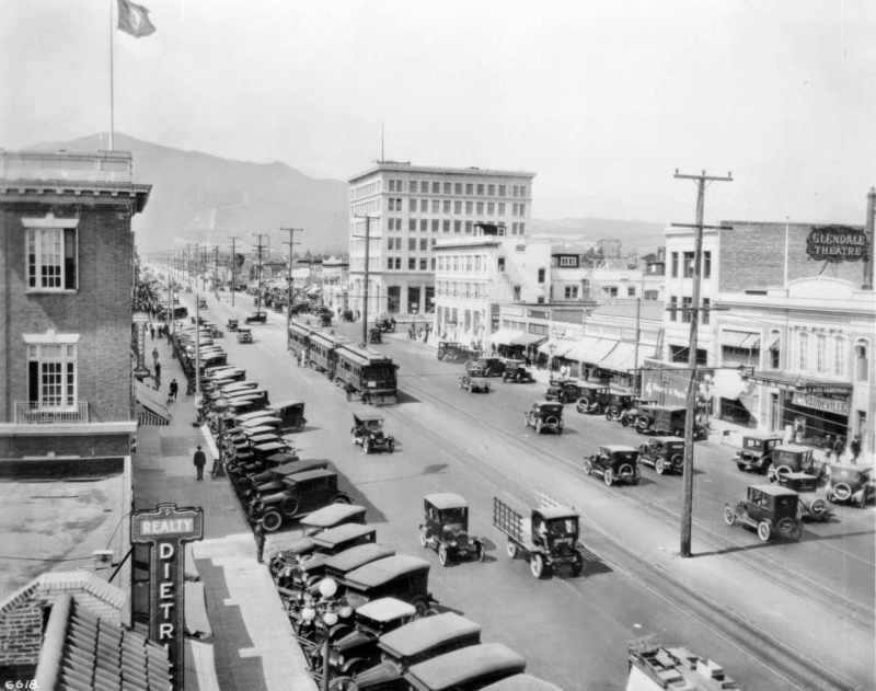 Streets of Southern California in the 1920s (16)